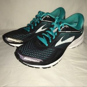 Display Brooks Launch5 Athletic Shoe Black Teal 7